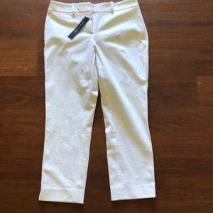 New Elie Tahari white Capri shorts. Size 0. $178
